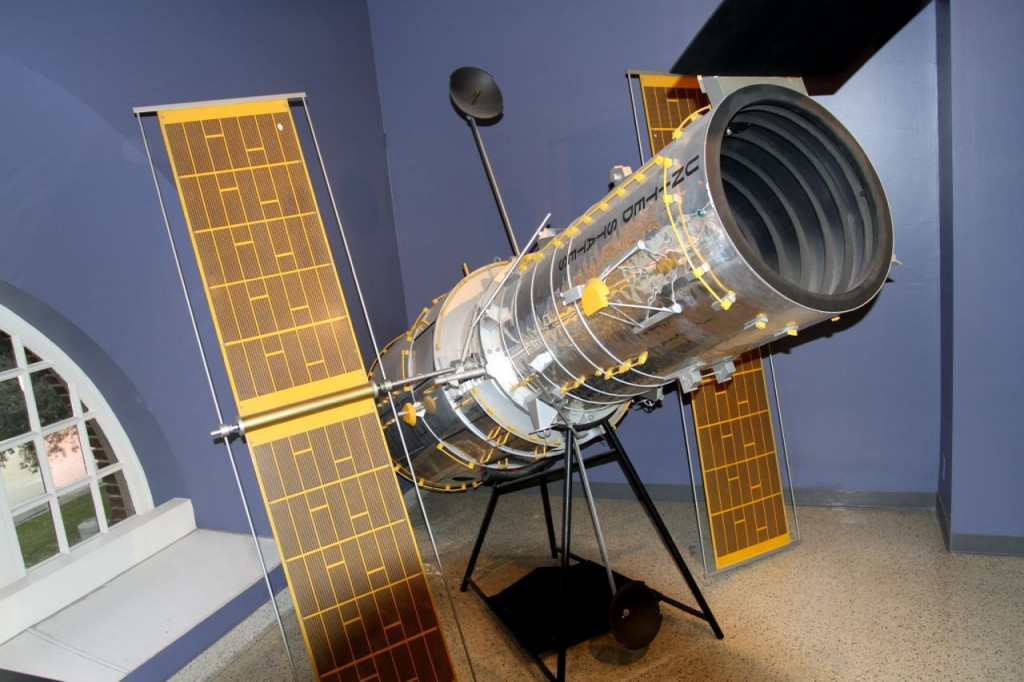 The Hubble Space Telescope can see clearly now thanks to Endeavour. (Model at Cal.Science.Center) ©Tim Jones