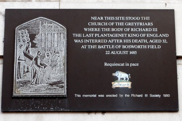 Plaque to Richard III on Greyfriars, Leicester (Photo:Tim Jones)
