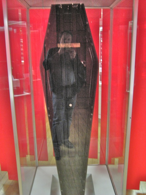Pepper's Ghost effect in a bakelite coffin at science museum