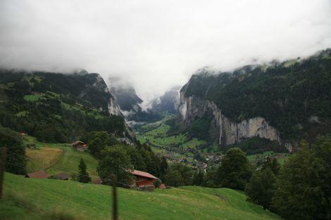Lauterbrunnen valley (photo:Tim Jones)