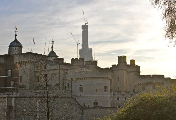Tower of London and London Bridge Tower 'Shard of Glass' under construction (Photo:Tim Jones)