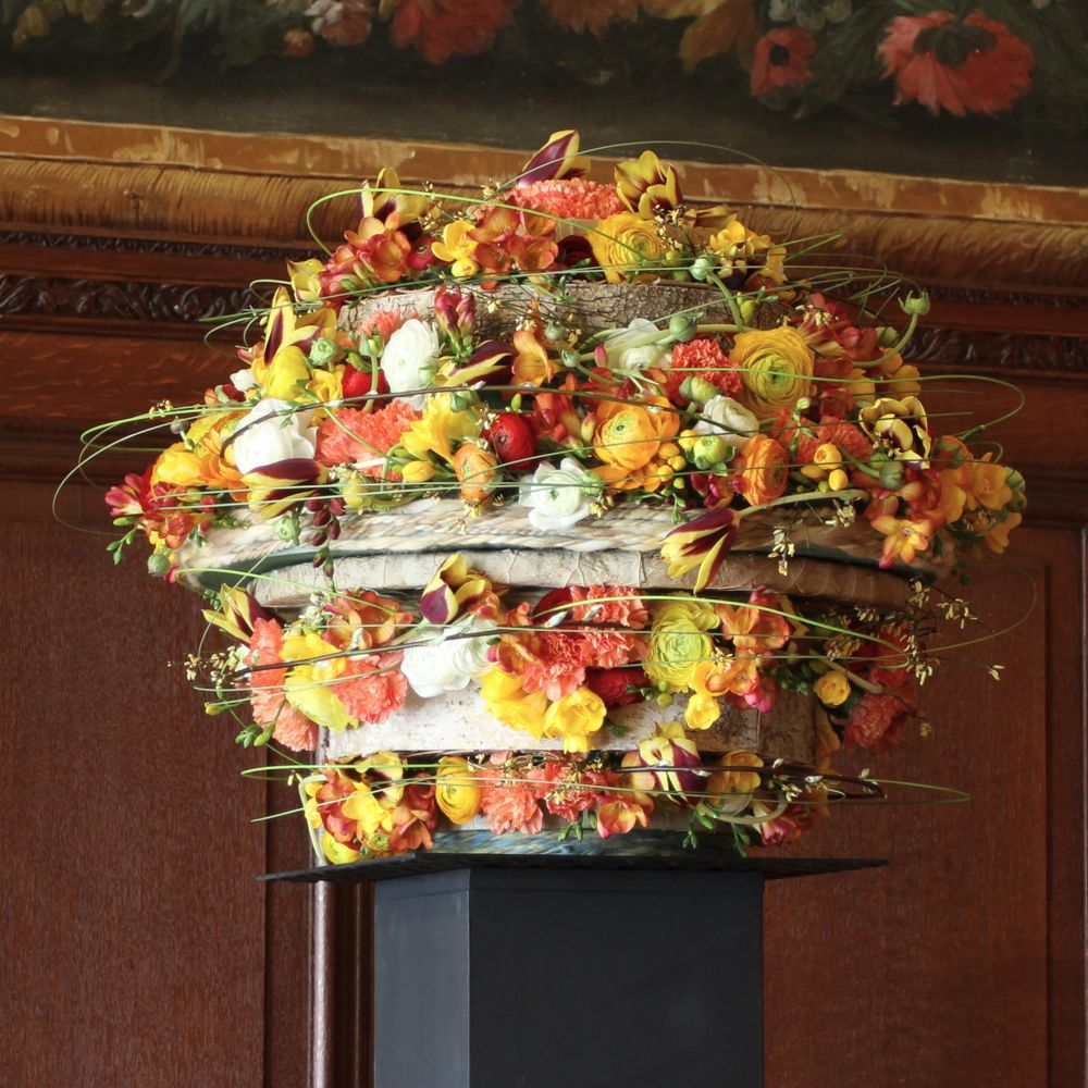 Flower arrangement representing Atlas. By Sandy Hine and Anne Harman (Photo: Tim Jones)