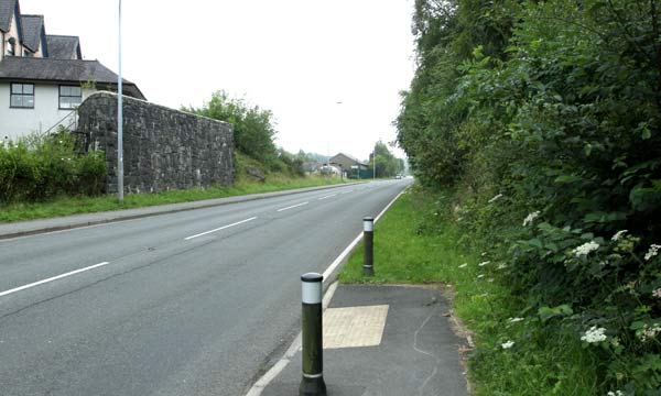 Road into Cwm-y-glo. The building on the left is where the inn mentioned in the reports stood ©Tim Jones