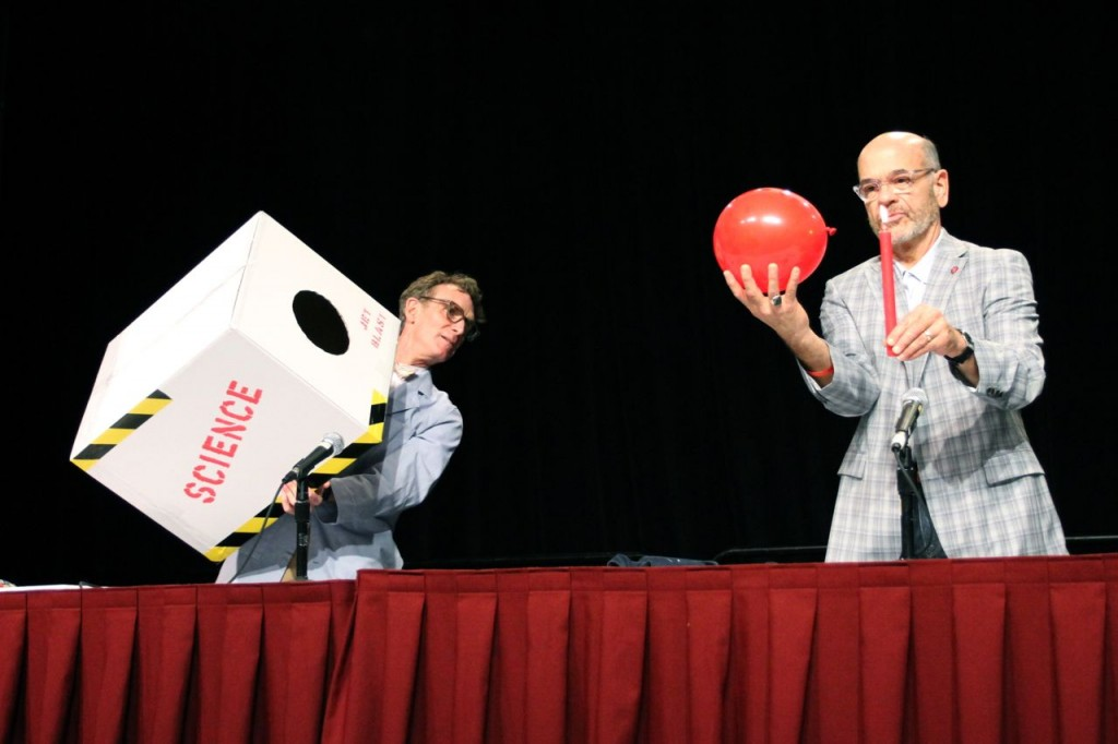 Bill Nye and Robert Picardo do science (Photo: Tim Jones)