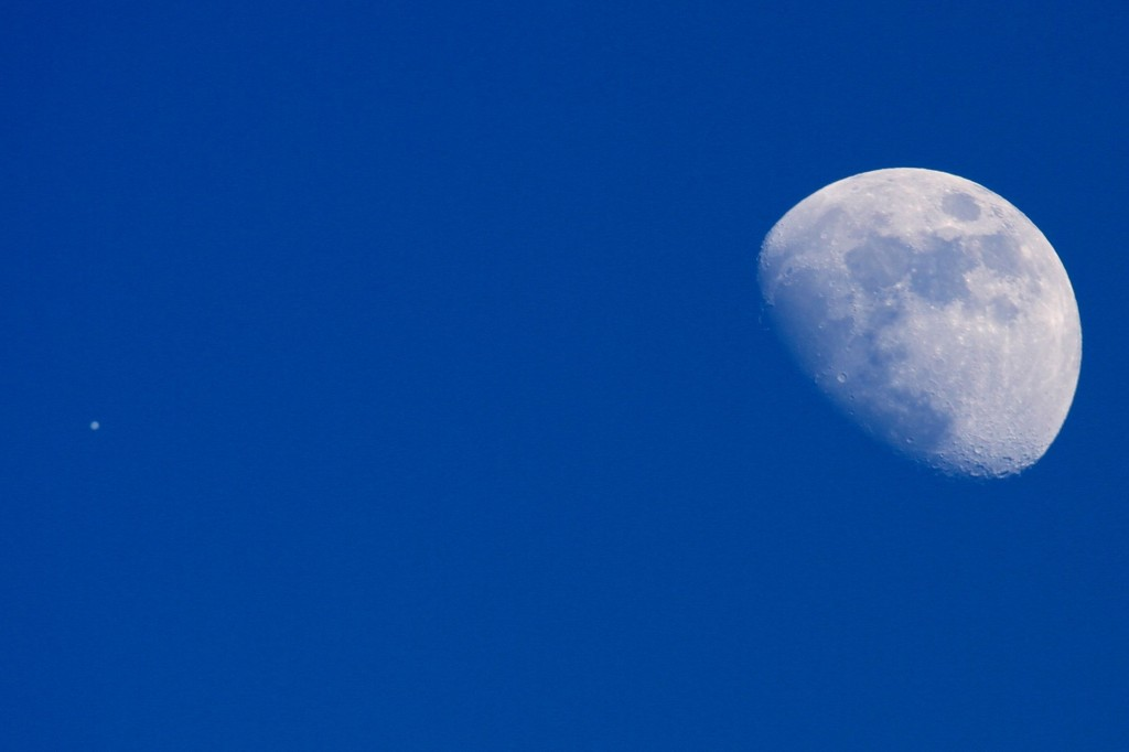 Moon with Jupiter in Daylight 16:30 (PST) Los Angeles ©Tim Jones