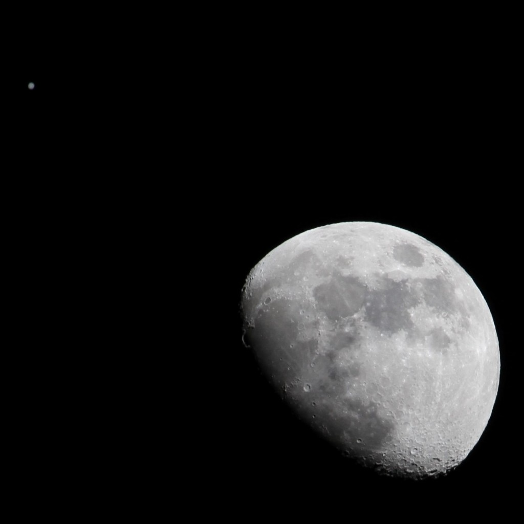Moon and Jupiter, 18:45, 21.01.2012, Los Angeles ©Tim Jones