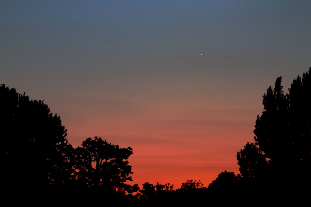 Conjunction of Venus (right, low), Jupiter (left), and Mercury (top). 21.45 BST 26 May 2013 (Photo:Tim Jones)