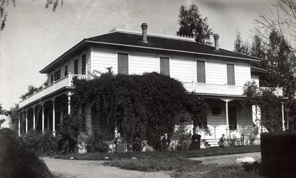 In 1907, Hale bought the 'Hermosa Vista' on Bellafontaine Street in South Pasadena, formally the city's first hotel and post office, which he owned until 1936. He equipped the house with an 8.5-inch telescope through which he watched the observatory being built (Starr12 page 75)(South Pasadena Public Library)